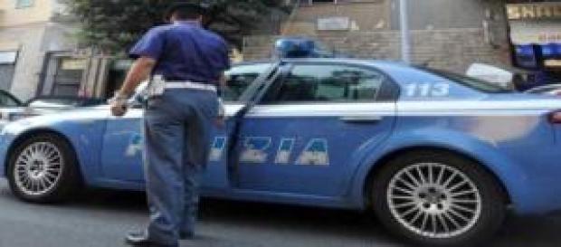 Napoli, poliziotto salva la vita a una bimba