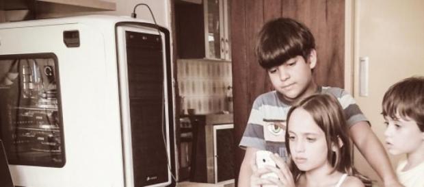 Estarão os gadgets a separar pais e filhos?