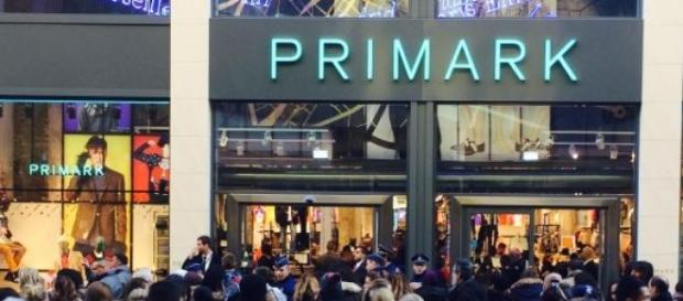 La cohue devant le nouveau magasin Primark.