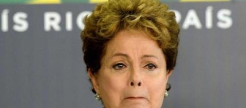 Dilma chora ao falar sobre a ditadura militar