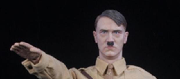 Boneco realista de Adolf Hitler (Foto: Reprodução)