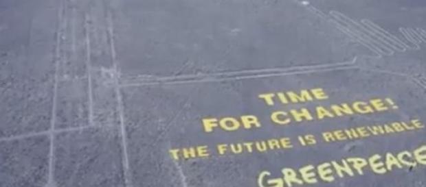 activistas do Greenpeace exibem protesto em Nazca