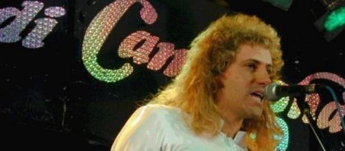 Nella foto: Nick Luciani durante un'esibizione