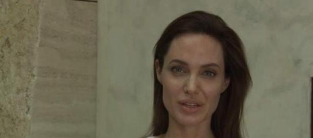 Angelina Jolie tiene varicela y se queda en casa