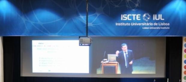 ISCTE-IUL localiza-se em Lisboa.