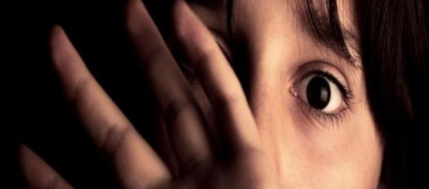 Violentata da padre ritrovato tramite Facebook