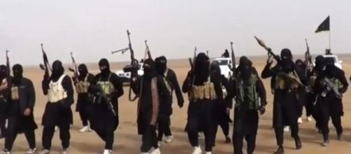 Militantes do Estado Islâmico (Foto: Reprodução)