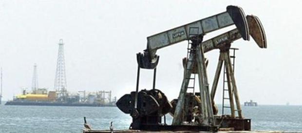 Desciende el precio del petróleo. Foto BBC Mundo.