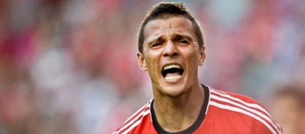 Lima marcou os dois golos da vitória encarnada