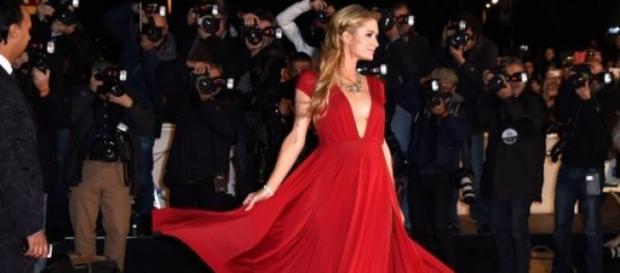Paris Hilton en la entrega de los premios en París