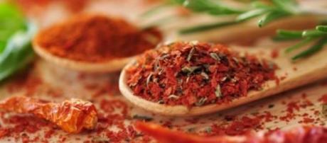 Il peperoncino in tavola, nei piatti degli uomini