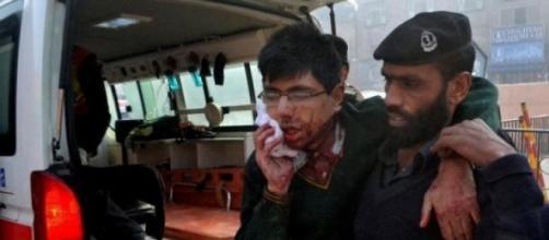 Ataque a escola no Paquistão vitimou 100 crianças.