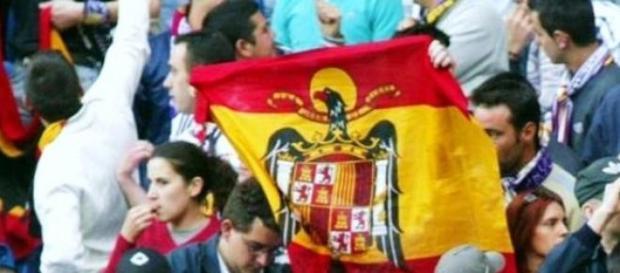 bandera franquista en un partido.
