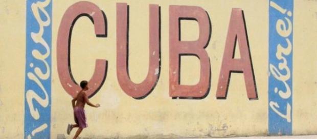 Cuba e Estados Unidos reatam relações diplomáticas