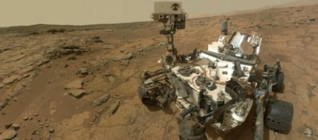 """Il rover della Nasa Curiosity """"al lavoro"""" su Marte"""