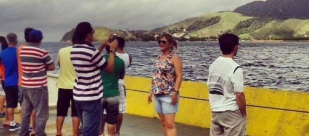 Turistas registram a beleza local assim que chegam