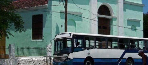 Vetusto autobus soviético en Santiago
