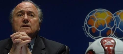 Blatter pondera candidatura a um quinto mandato