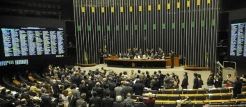 Congresso unido aumenta seu próprio salário