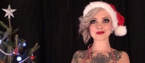 Jingle Bells, versione provocante per Sara X Mills