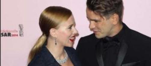 Scarlett se casa en secreto con el papá de su hija