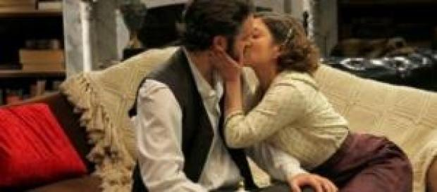 Candela bacia appassionatamente Tristan