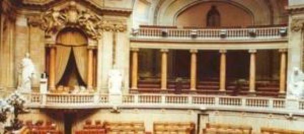 Parlamento português - Uma crítica