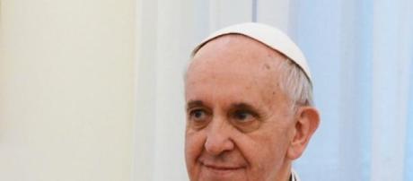 El papa va de blanco pero irá con San Lorenzo