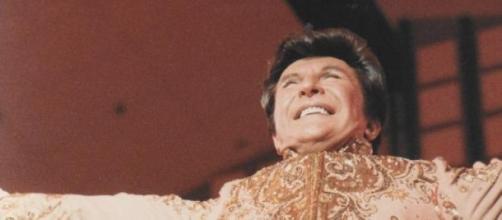 Liberace faleceu em 1987.