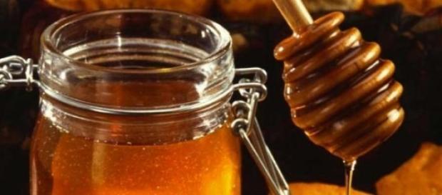 mierea de albine este foarte sanatoasa