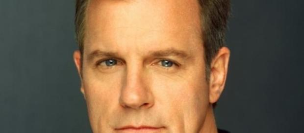 Stephen Collins confiesa abusos