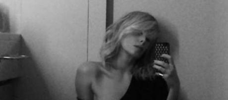 Alessia Marcuzzi, selfie bollente senza pigiama