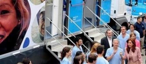 Cristina Fernández con odontólogos del Plan Sonríe