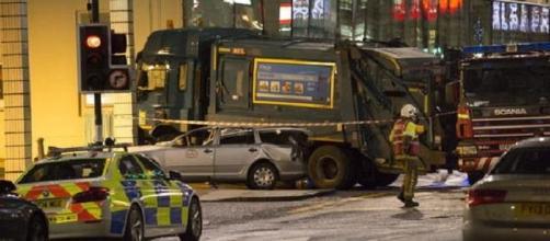 Un camión de la basura atropella a trece personas