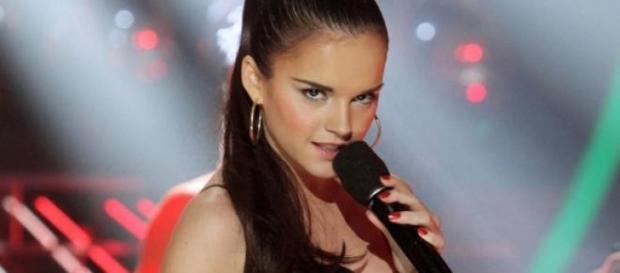 La cantante Melody en una actuación televisiva