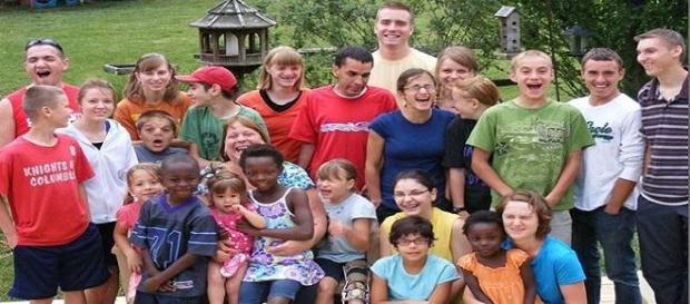 38 años de matrimonio y 29  niños adoptados