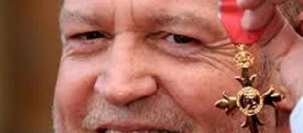 Joe Cocker ya mayor con su condecoración