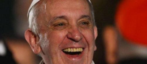 Papa Francesco ride di gusto