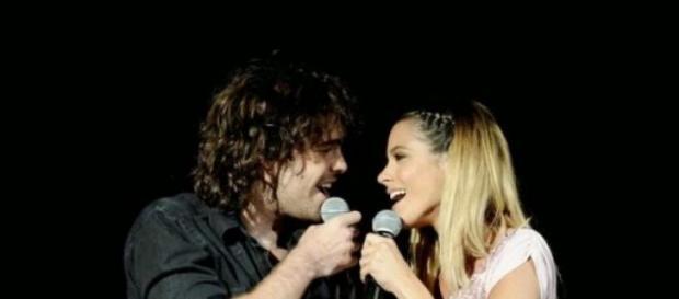 Tini y Peter cantan por primera vez juntos.