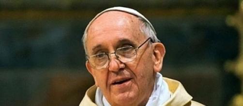 Papa Bergoglio celebra la misa de Navidad.