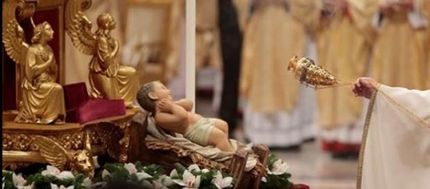 El Papa Francisco celebrando la Misa de Gallo.