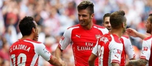 Arsenal recupera mas Giroud é expulso