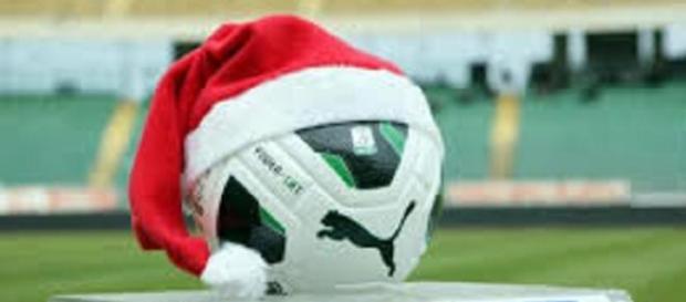 Alessio Cerci sotto l'albero di Natale del Milan