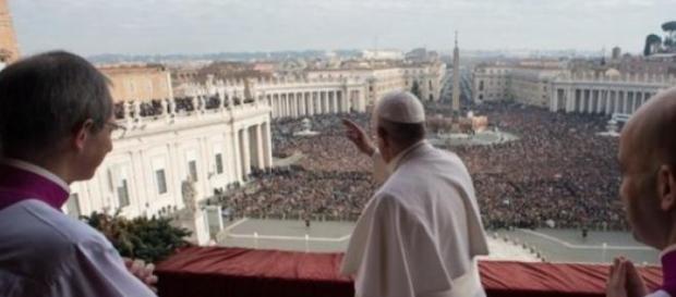 Papa Francisco celebrando a missa de natal