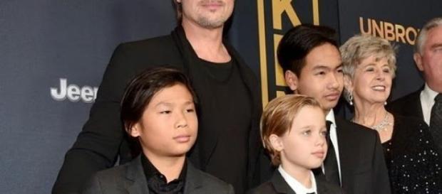Shiloh junto a sus hermanos Maddox y Pax