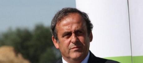 Platini quer introduzir o cartão branco no futebol