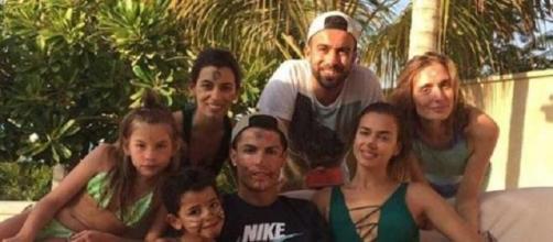 CR7 en Dubai con Irina, su hijo y unos amigos
