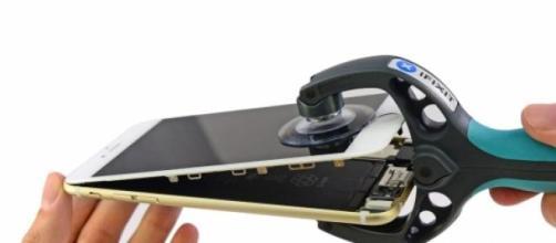 iPhone 6 abierto y con todo detalle.