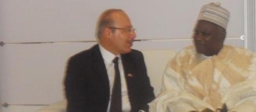 Omer Faruk Dogan (gauche), ambassadeur de turquie