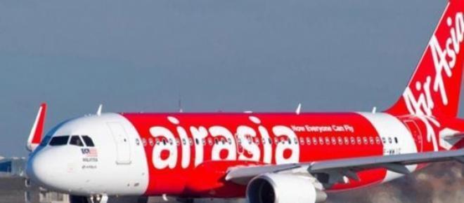 Avião da AirAsia com 162 passageiros desaparece
